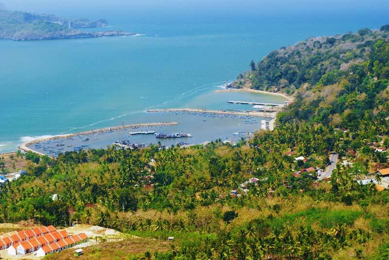 Fasilitas Wisata Pantai Teleng Ria di Pacitan
