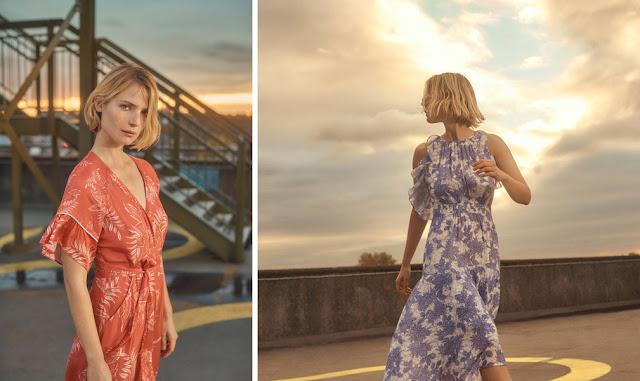Девушки с мягкой колористикой в платьях с цветочным принтом приглушенного цвета