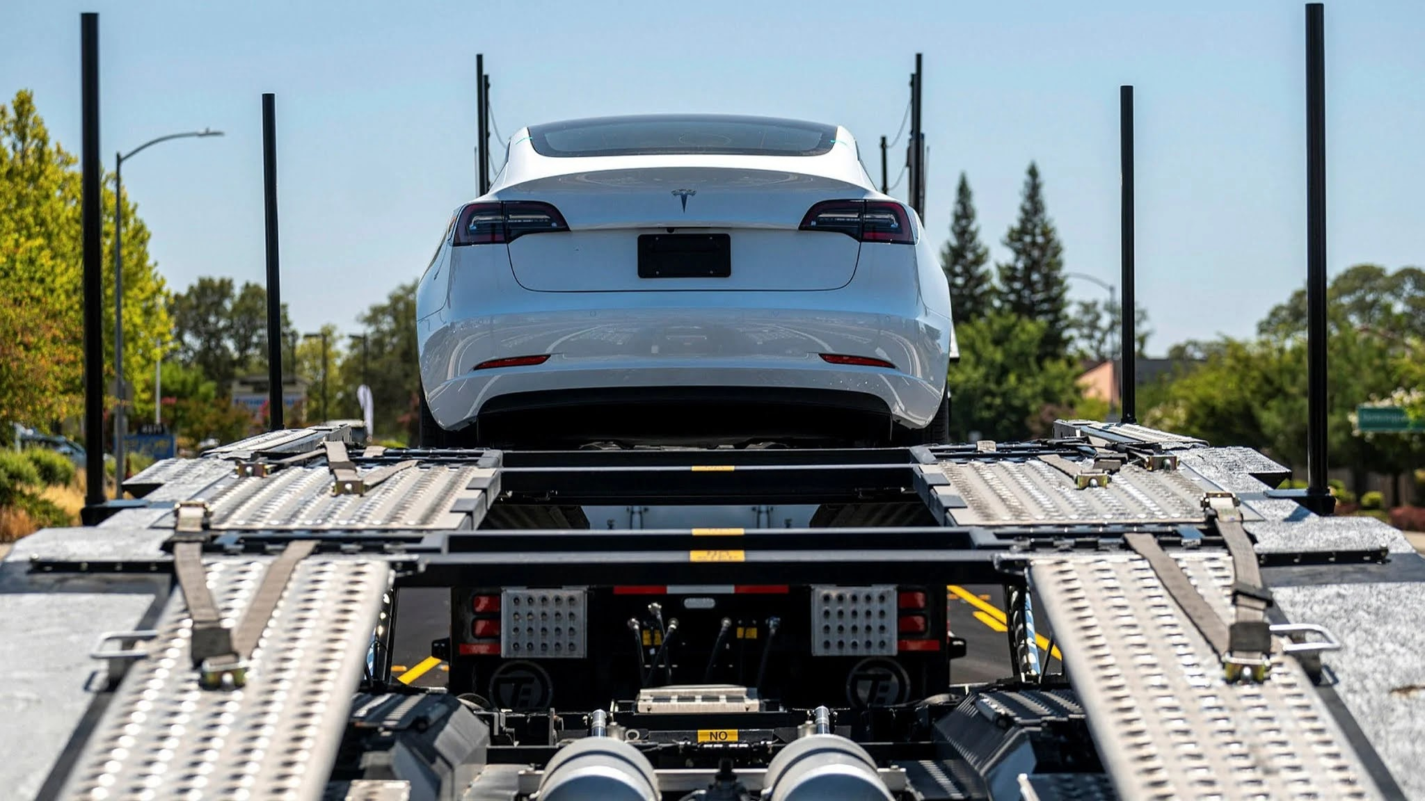 2030 usa electric cars,us electric cars by 2030,how many electric cars will there be in 2030,how many electric cars by 2030,will all cars be electric by 2030,what percentage of cars will be electric by 2030,how much will electric cars cost in 2025
