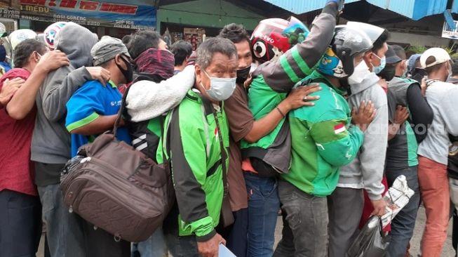 Kritik Bagi-bagi Sembako Jokowi Picu Kerumunan, PAN: Pengen Membantu, Tapi Malah Jadi Tempat Penyebaran Virus!