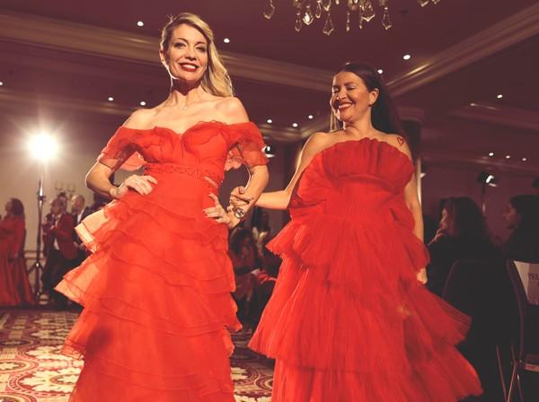 Choisir une robe de soirée ? Red Défilé 2019