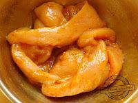 Kurczak satay z grilla marynata  masło orzechowe przysmak dzieci dziecięcy sezon grillowy przyjęcie grillowe  pomysł na kurczaka filet z grilla przepisy na sałatki na grilla pomysły na mięso grillowane jagnięcina  wołowina szaszłyki  patyczki