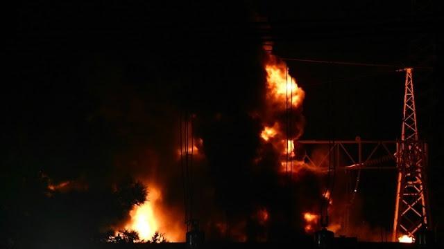 Τοξικό νέφος μετά τη φωτιά στον Ασπρόπυργο που άφησε στο σκοτάδι και την Αργολίδα