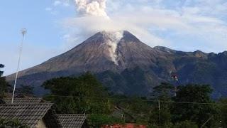Gunung Merapi Kembali Luncurkan Awan Panas Guguran Sejauh 1,8 Km