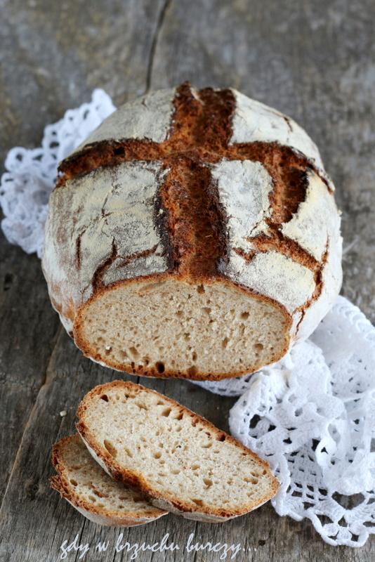 łatwy chleb pieczony na drożdżach