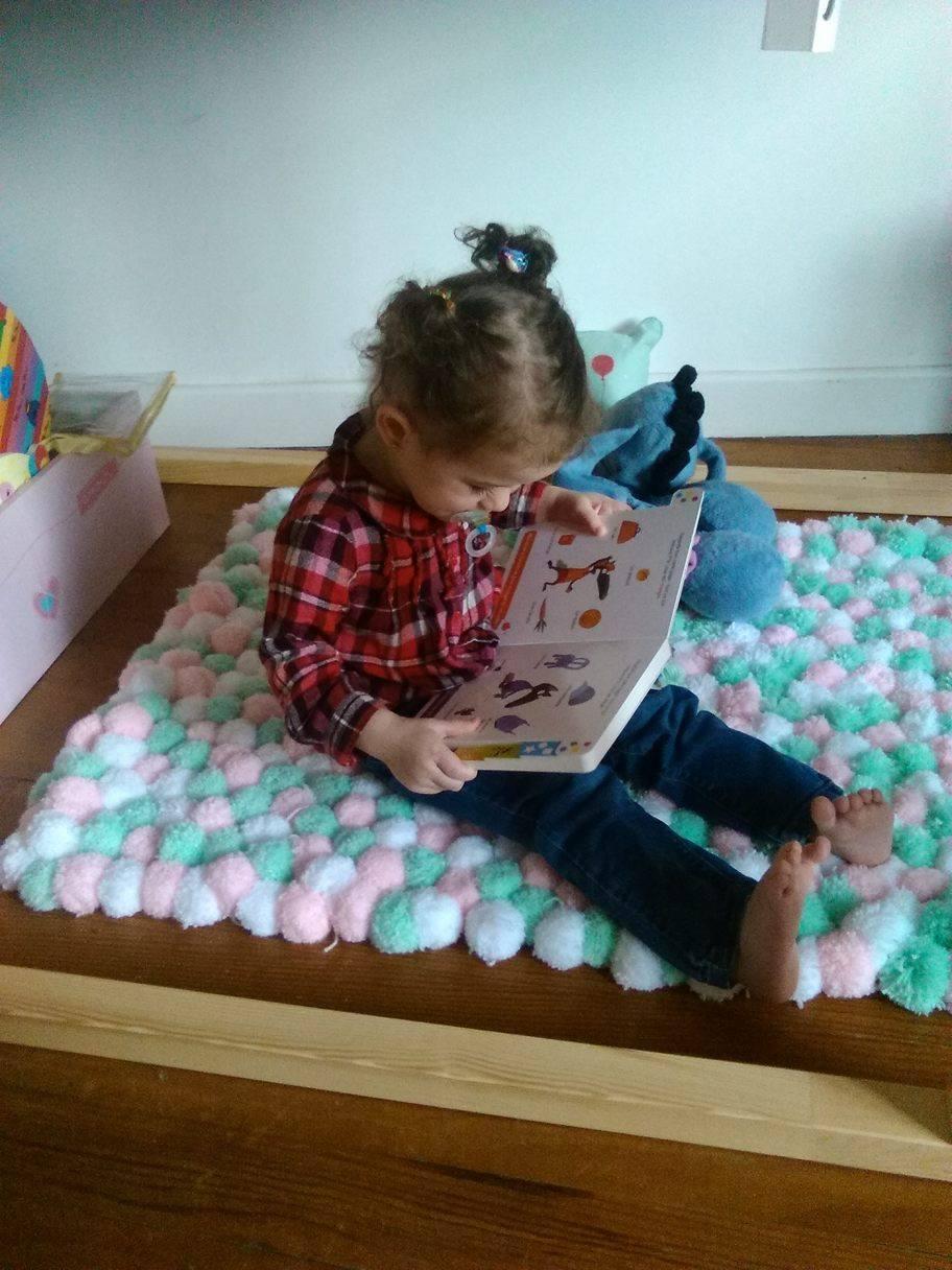 les petites bouclettes cr er son tapis de pompons le tuto. Black Bedroom Furniture Sets. Home Design Ideas