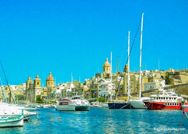 Travessia de ferry entre Senglea e Valeta, em Malta