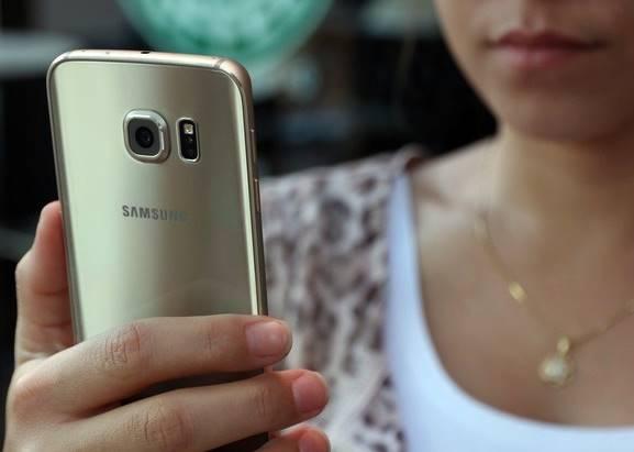 O Galaxy S6 Edge é octa-core e tem 3 GB de RAM: combinação garante ótima performance