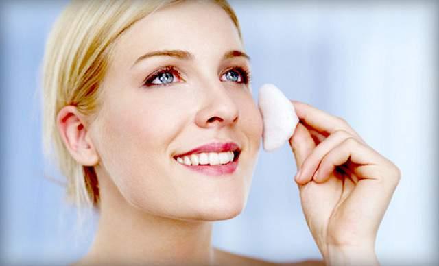 Perawatan Wajah dengan Pembersih Wajah untuk Kulit Berminyak