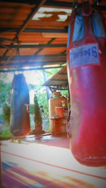 Rob Cox Kiatphontip bangkok MuayThai Muay Thai kick