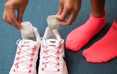 7 Tips Menghilangkan Bau Sepatu Secara Alami
