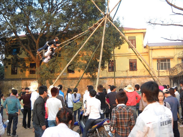 Bamboo Swings (Danh Du) - traditional folk games Tet day
