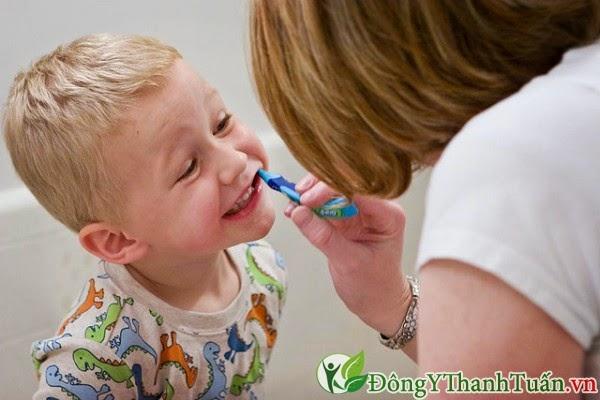 tuyệt chiêu giữ chắc răng cho trẻ em