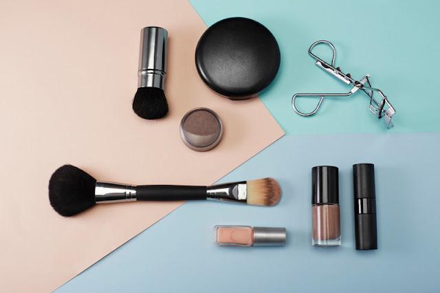4-Rekomendasi-Produk-Make-Up-untuk-Kulit-Berminyak-Yang-Bikin-Penampilan-Kece