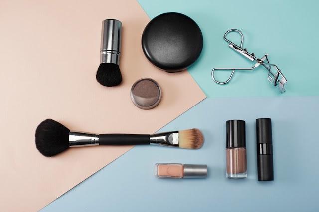 4 Rekomendasi Produk Make Up untuk Kulit Berminyak Yang Bikin Penampilan Kece
