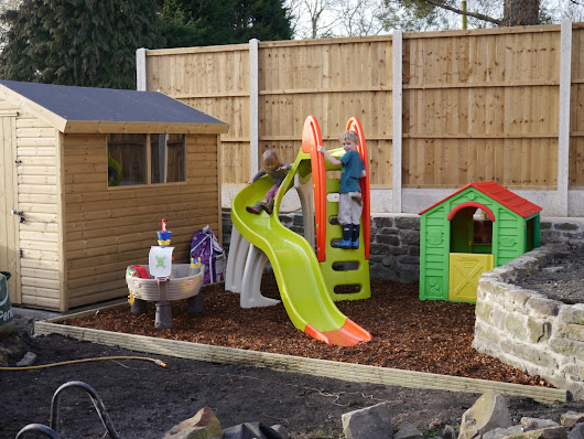 How to save money on children's outdoor equipment this summer