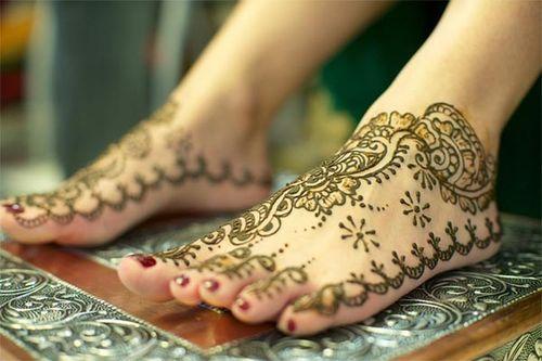 पैरों और टांगों के लिए मेहंदी के डिजाईन Mehndi Designs For Foot And Legs In Hindi