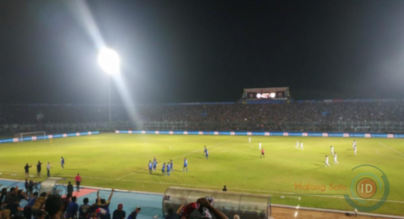 Babak Pertama Arema FC Unggul 3-0 Atas Persib Bandung