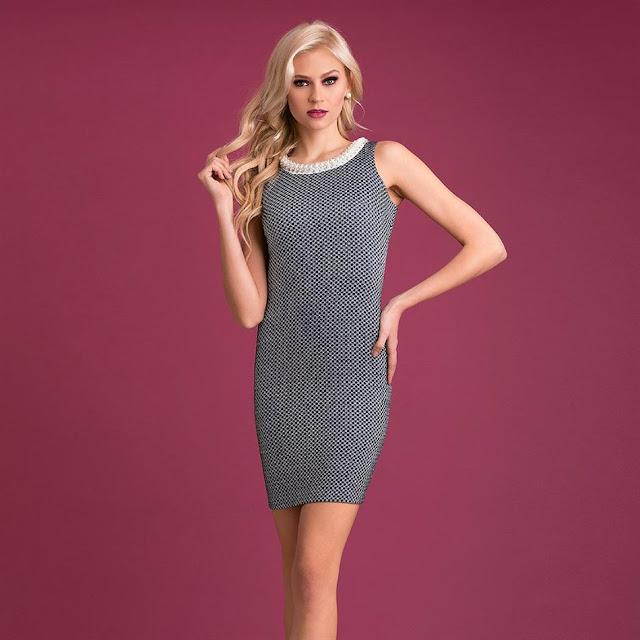 vestido de gris