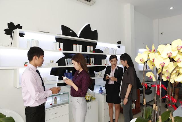 Đến với Công ty Mỹ Phẩm Hoa Anh Đào, bạn sẽ được các chuyên viên tư vấn hết sức nhiệt tình