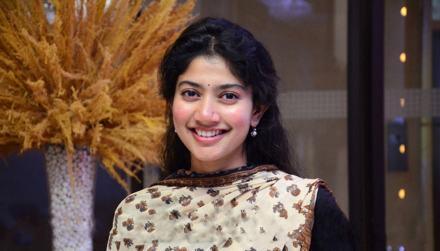 sai pallavi photos from love story movie meet