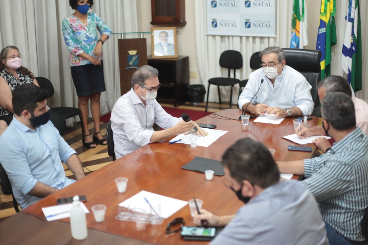 Prefeito discute medidas de enfrentamento à Covid-19 com representantes do comércio, bares e restaurantes - Tribuna de Noticias