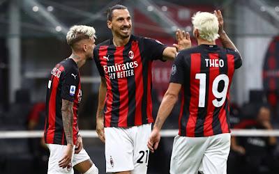 L'esultanza dei calciatori rossoneri al decimo goal stagionale di Ibrahimovic.