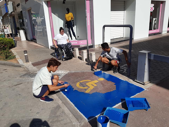 Μαθητές του 4ου Γυμνασίου Άργους έβαψαν εθελοντικά τις θέσεις ΑμεΑ
