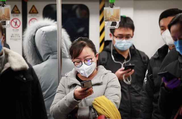باحثون: فيروس كورونا يمكن أن يعيش ما يصل إلى 96 ساعة على شاشة الهاتف
