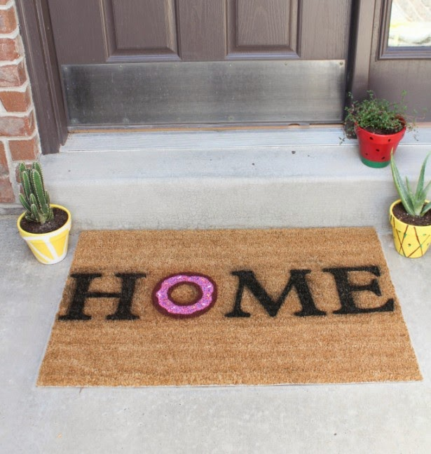 DIY: Personalized Home Welcome Doormat