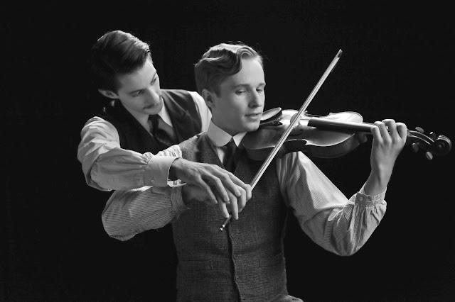 Pierre Niney (Adrien) et Anton von Lucke (Frantz) violon ozon
