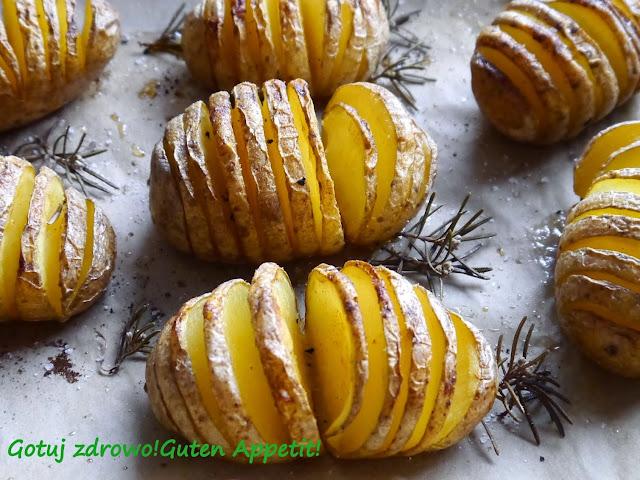 Ziemniaki pieczone z piekarnika - Hasselback - Czytaj więcej »