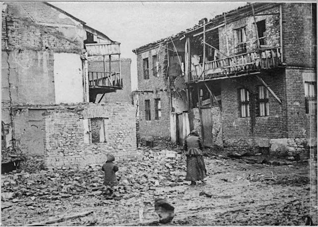 In the streets of Monastir (Bitola) (February 1917). Effect of a Bulgarian 75 mm shell on a house in poor quarter.