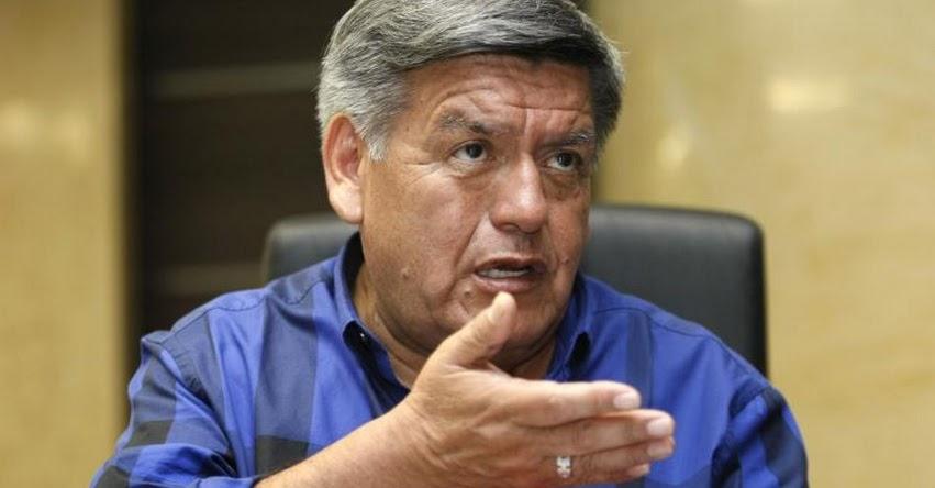 CÉSAR ACUÑA: Yo represento a millones de peruanos que hablan como yo, sostuvo al presentar plancha presidencial