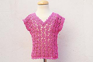 2 - Crochet IMAGEN Blusa para niña con puntada de corazones. MAJOVEL