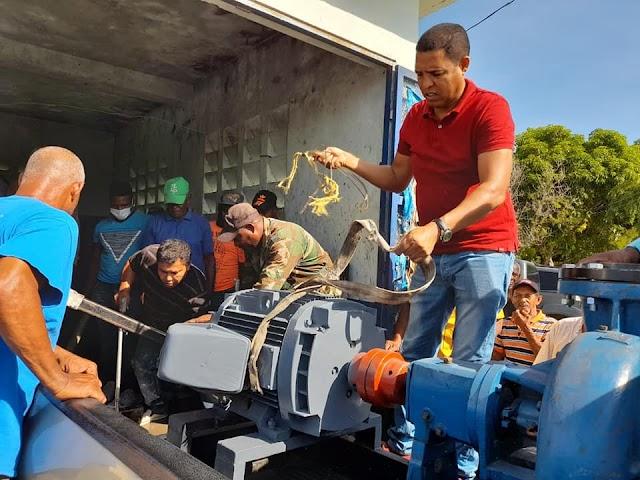 Entregan motobomba a agricultores de Azua