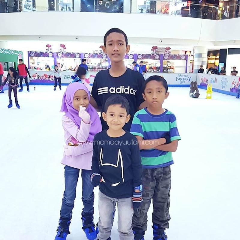 Serunya Main Ice Skating Di Cibinong City Mall