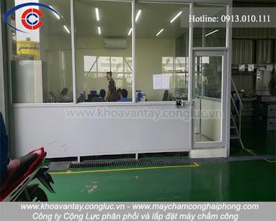 Hình ảnh khu làm việc văn phòng của công ty Sung Woo được lắp đặt máy chấm công.