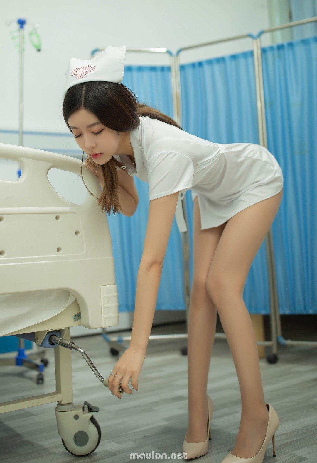 MauLon.Net - Hình ảnh nữ y tá sexy xiuren 04