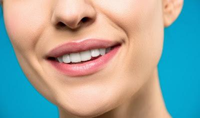 5 Cara Membuat Bibir Cerah Merona Tanpa Lipstik