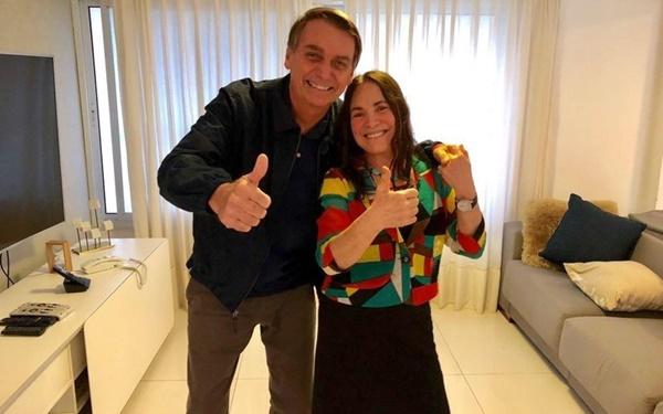 Bolsonaro cogita recriar ministério e se reúne com Regina Duarte na segunda