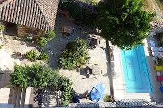Terraza y piscina del Hotel Nazar.