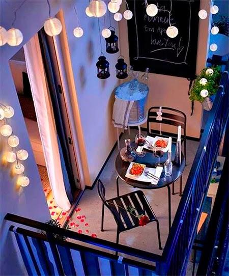 varanda com mesa bistrô
