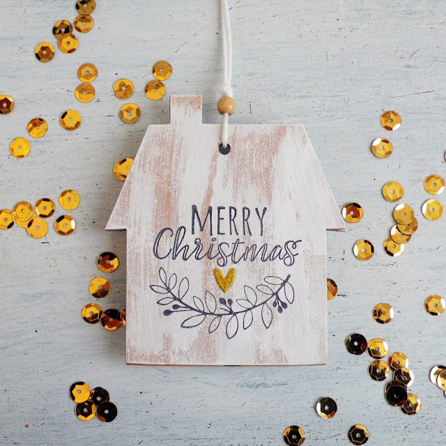Casetta in finto legno per una Decorazione natalizia fai da te