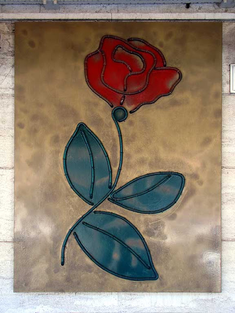 A rose outside a bar, via dell'Ardenza, La Rosa, Livorno