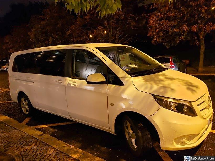 Minivan usado pela Walkborder nos tours: receptivo em Lisboa