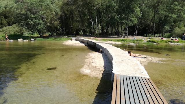 Acesso pedonal a outra margem do Rio Cávado