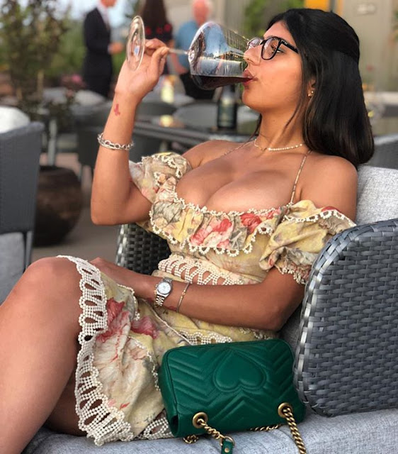 Mia Khalifa Hot & Bikini Pictures