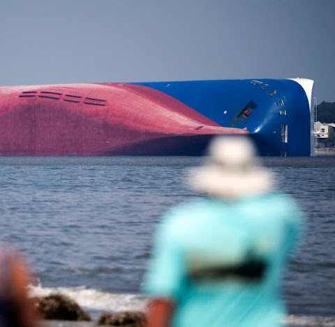 Kimentették a Georgia állam partjainál felborult dél-koreai teherhajó teljes legénységét