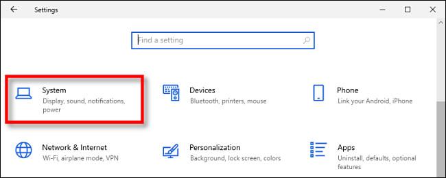 """في إعدادات Windows 10 ، انقر فوق """"النظام""""."""